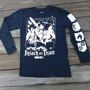 Attack on Titan long sleeve graphic tee. Sz small